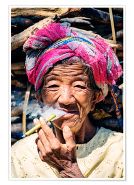 Póster  Portrait of old woman smoking cigar, Myanmar, Asia - Matteo Colombo