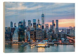 Cuadro de madera  Freedom tower and lower Manhattan skyline at dusk, New York, USA - Matteo Colombo