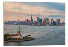 Madera  Aerial view of Statue of Liberty and World Trade Center at sunset, New York city, USA - Matteo Colombo
