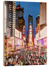 Cuadro de madera  Times square at night illuminated by neon lights, New York city, USA - Matteo Colombo