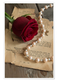 Póster Red rose, pearls and letter