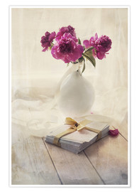 Póster Still life with pink peonies and love letters