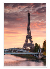 Póster River Seine and Eiffel tower at sunrise, Paris, France