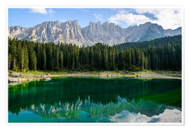 Póster Panoramic view of karersee with Latemar mountain range, Dolomites, Italy