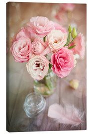 Lienzo  Romantic rose bouquet with feather