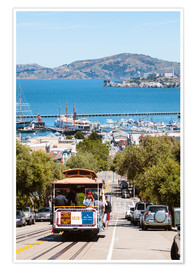 Póster  Tram with Alcatraz island in the background, San Francisco, USA - Matteo Colombo