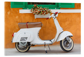 Metacrilato  White scooter in front of a window