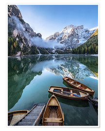 Póster  Early morning on Lake Braies - Dolomite Alps Italy - Achim Thomae
