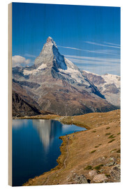 Cuadro de madera  Hikers walking on the path beside the Stellisee with the Matterhorn reflected. Zermatt Canton of Val - Roberto Sysa Moiola