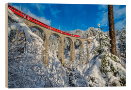 Cuadro de madera  Bernina Express passes through the snowy woods around Filisur, Canton of Grisons (Graubunden), Switz - Roberto Moiola