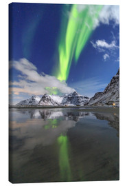 Lienzo  Northern Lights (aurora borealis) and mountains reflected in the cold waters, Skagsanden, Lofoten Is - Roberto Moiola