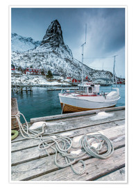 Póster  A boat moored in the cold sea in the background the snowy peaks. Reine. Lofoten Islands Northern Nor - Roberto Moiola