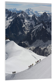 Cuadro de PVC  Mountaineers and climbers hiking on a snowy ridge, Aiguille du Midi, Mont Blanc Massif, Chamonix, Ha - Peter Richardson