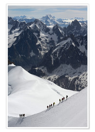 Póster  Mountaineers and climbers hiking on a snowy ridge, Aiguille du Midi, Mont Blanc Massif, Chamonix, Ha - Peter Richardson