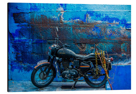 Cuadro de aluminio  Motorcycle parked on the street of Jodhpur, the Blue City, Rajasthan, India, Asia - Laura Grier