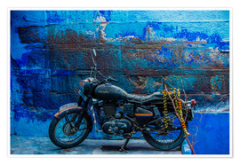 Póster  Motorcycle parked on the street of Jodhpur, the Blue City, Rajasthan, India, Asia - Laura Grier