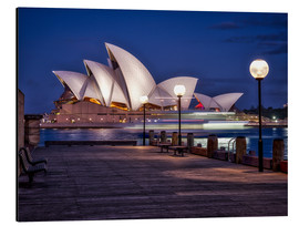 Aluminio-Dibond  A boat passes by the Sydney Opera House, UNESCO World Heritage Site, during blue hour, Sydney, New S - Jim Nix