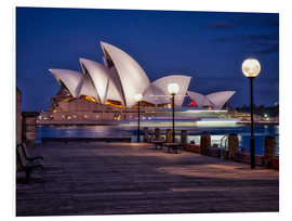 Cuadro de PVC  A boat passes by the Sydney Opera House, UNESCO World Heritage Site, during blue hour, Sydney, New S - Jim Nix