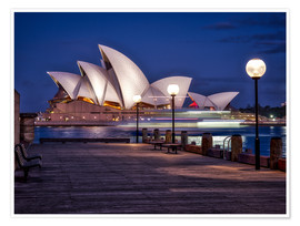 Póster  A boat passes by the Sydney Opera House, UNESCO World Heritage Site, during blue hour, Sydney, New S - Jim Nix