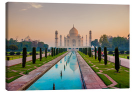 Lienzo  Sunrise at the Taj Mahal, UNESCO World Heritage Site, Agra, Uttar Pradesh, India, Asia - Laura Grier