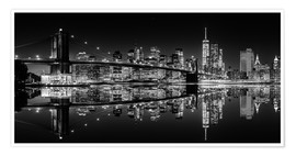 Póster Mirrored New York Skyline at Night (monochrome)