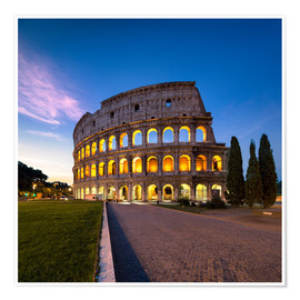 Póster The Colosseum at night in Rome, Italy