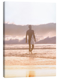 Lienzo  Lonely surfer on the beach