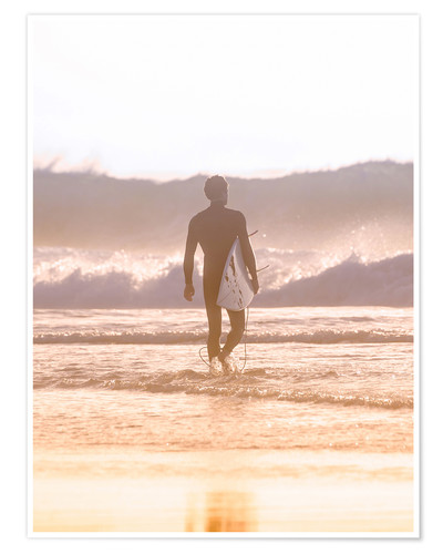 Póster Lonely surfer on the beach
