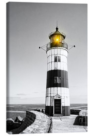 Lienzo  Lighthouse with yellow light