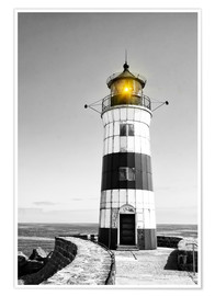 Póster Lighthouse with yellow light