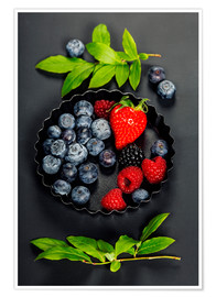 Póster Fresh Berries on Dark Background