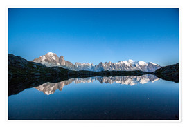 Póster  Mont Blanc reflected in Lacs des Chéserys, France - Roberto Sysa Moiola
