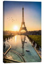 Lienzo  Romantic sunrise at the Eiffel Tower in Paris, France - Jan Christopher Becke