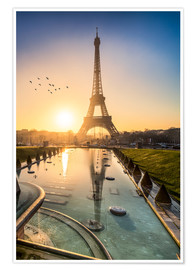 Póster Romantic sunrise at the Eiffel Tower in Paris, France