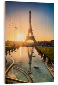Cuadro de madera  Romantic sunrise at the Eiffel Tower in Paris, France - Jan Christopher Becke