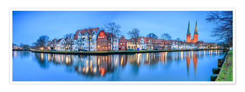 Póster Panoramic of Lubeck reflected in river Trave, Germany