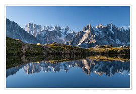 Póster Grandes Jorasses reflected in Lac De Cheserys, France