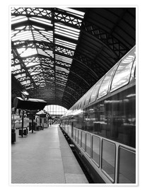 Póster  Train station in black and white