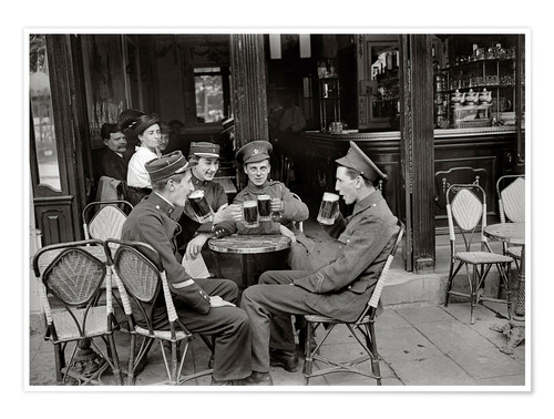 Póster French and English soldiers drinking beer at a cafe