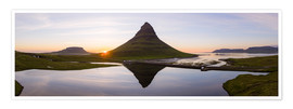 Póster Midnight sun at Kirkjufell mountain, Iceland