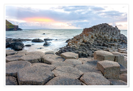 Póster  Sunset at Giant's Causeway in North Antrim, Northern Ireland