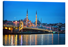 Lienzo  Galata Bridge at night in Istanbul