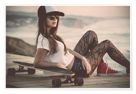 Póster Beautiful young woman posing with a skateboard