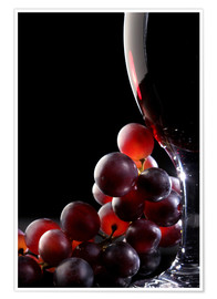 Póster Red grapes and glass of wine