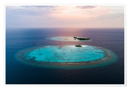 Póster Islands at sunset in the Maldives