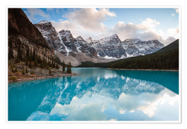 Póster Autumnal sunset at Moraine lake, Canada