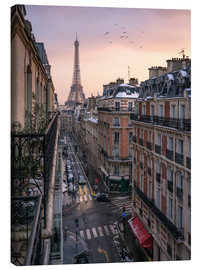 Lienzo  Street in Paris with Eiffel tower at sunset - Jan Christopher Becke