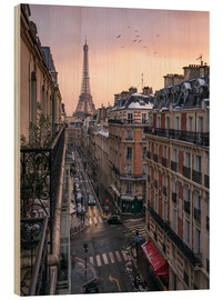 Cuadro de madera  Street in Paris with Eiffel tower at sunset - Jan Christopher Becke