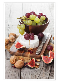 Póster  Camembert cheese with figs, nuts and grapes
