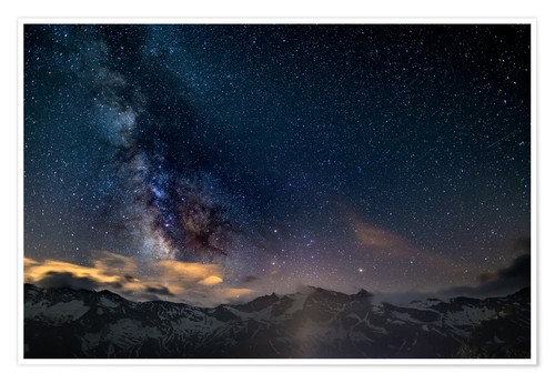 Póster The Milky Way galaxy glowing over snowcapped mountains in the Alps